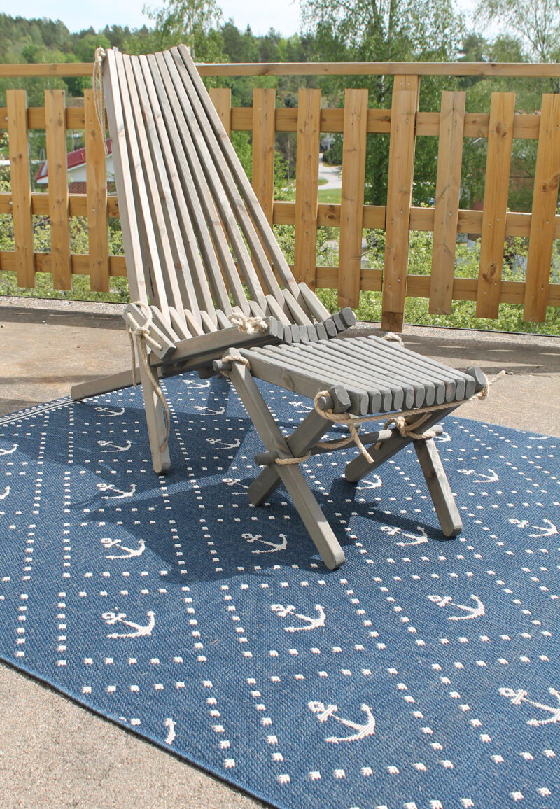 sininen matto ankkurikuviolla