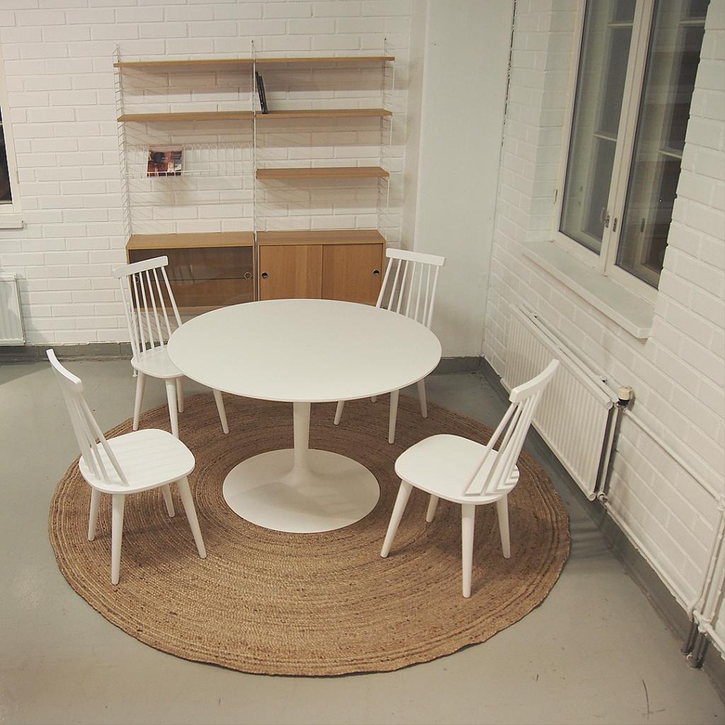 ruokapöydän matto pyöreän pöydän alla
